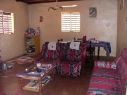 Le salon de la maison où nous vivons à Ouagadougou